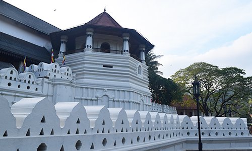 Paththirippuwa which had been considered as the symbol of identity of the of the Kandyan Architecture was built in 1802 A.D on the instructions of kings Sri Wickrama Rajasinhe., who was the last king of Nayakkar Lineage (1798-1815 A.D).